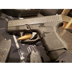 USED GLOCK 26 9MM LIKE NEW CONDITION W/ CASE & 4 MAGS