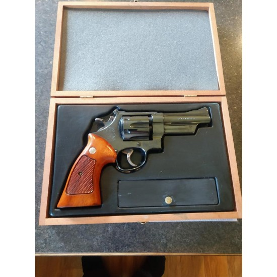 USED S&W MODEL 27-2 357MAG W/ WOOD CASE - LIKE NEW